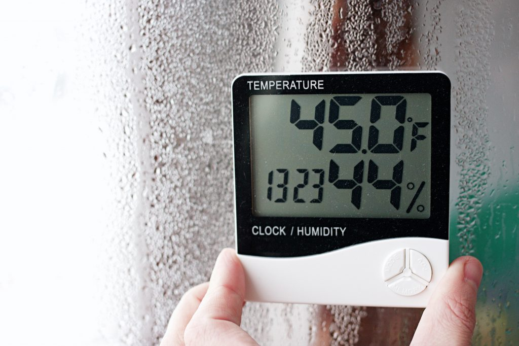 what humidity to store wine at